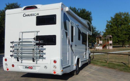 aire de stationnement Camping car Chausson capucine 7 personnes - EVAGO Location
