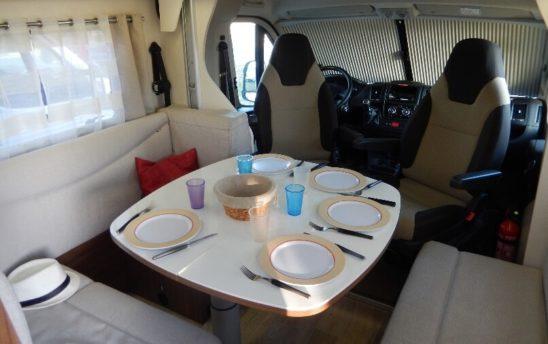 Espace repas camping car Profilés Pilote 5 places - EVAGO