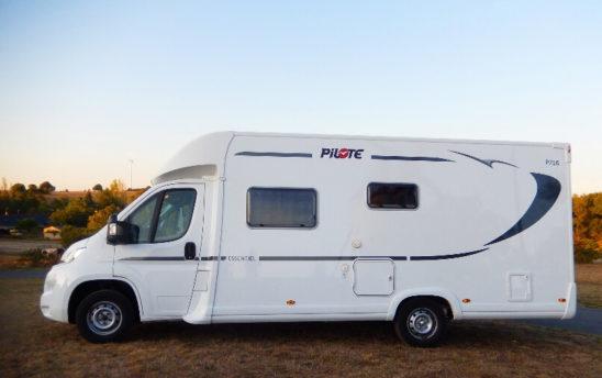 Extérieur aire camping car Pilote PROFILÉS 5 places - EVAGO