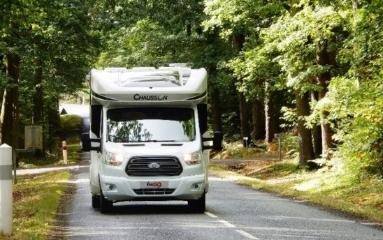 Evasion camping car Profilés Chausson 4 places - EVAGO Location camping car