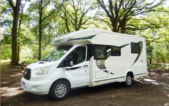 Extérieur camping car Profilés Chausson 4 places - EVAGO Location camping car