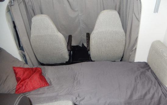 Couchage 2 camping car Profilés Chausson 4 places - EVAGO Location camping car