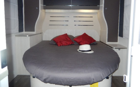Couchage camping car Profilés Chausson 4 places - EVAGO Location camping car