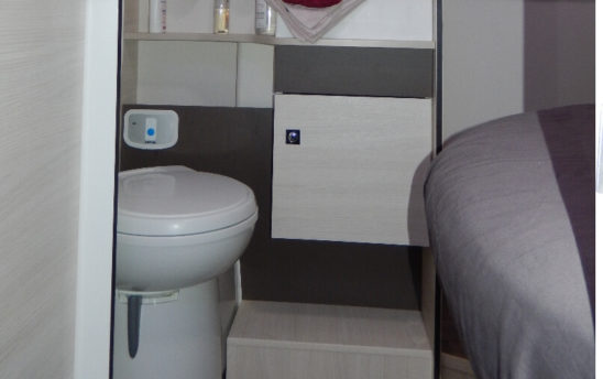 Toilette wc camping car Profilés Chausson 4 places - EVAGO Location camping car