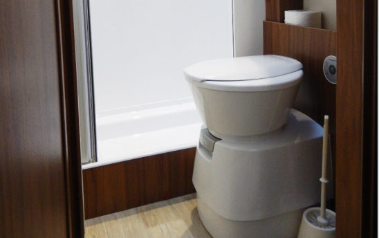 Toilette intérieur Camping car - EVAGO Location camping car